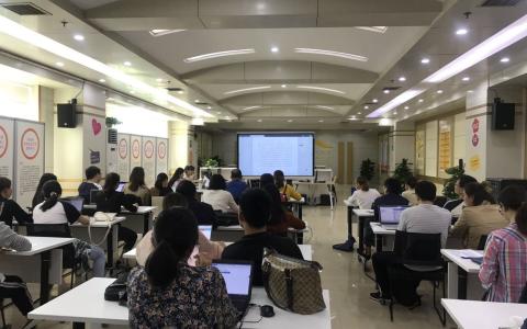 市民政局召开社组织年检培训会
