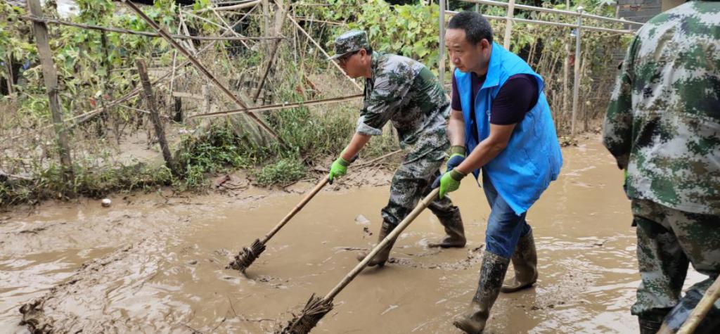 抗洪救灾-社会组织在行动(四)感人事迹报道