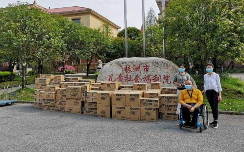 株洲市湘乡商会联合东莞徐记食品有限公司湘潭分公司捐赠抗疫物资