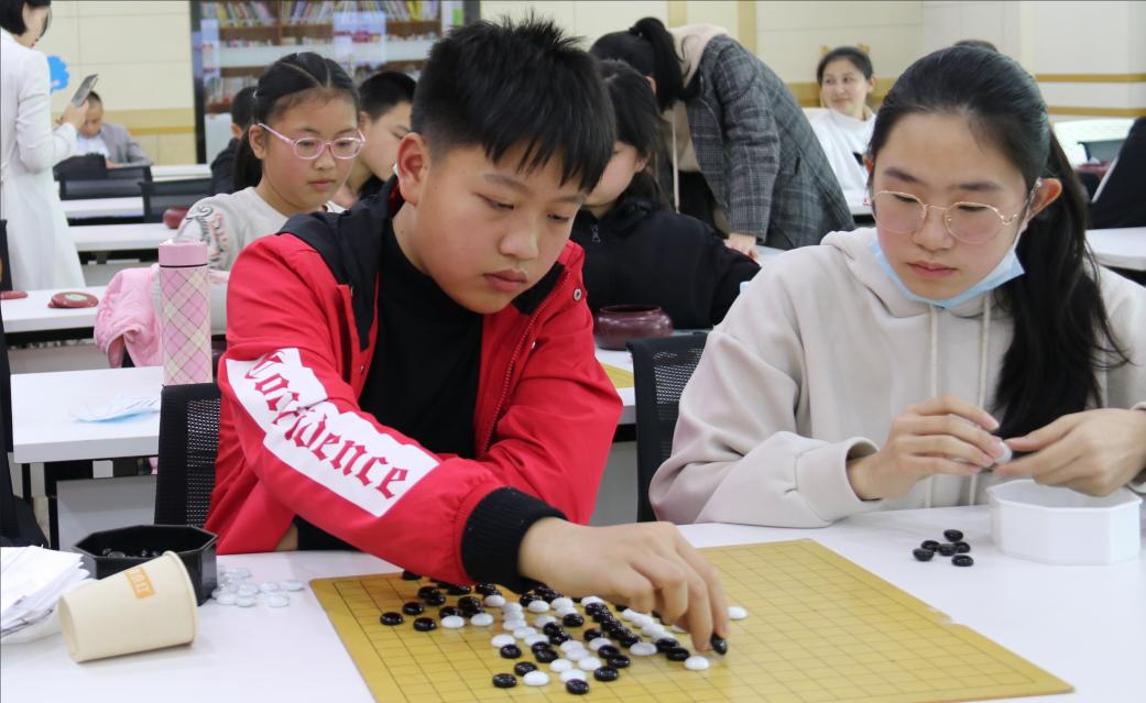 """启智增慧,""""棋""""乐融融——""""助力青少年成长计划""""围棋公益课开课"""